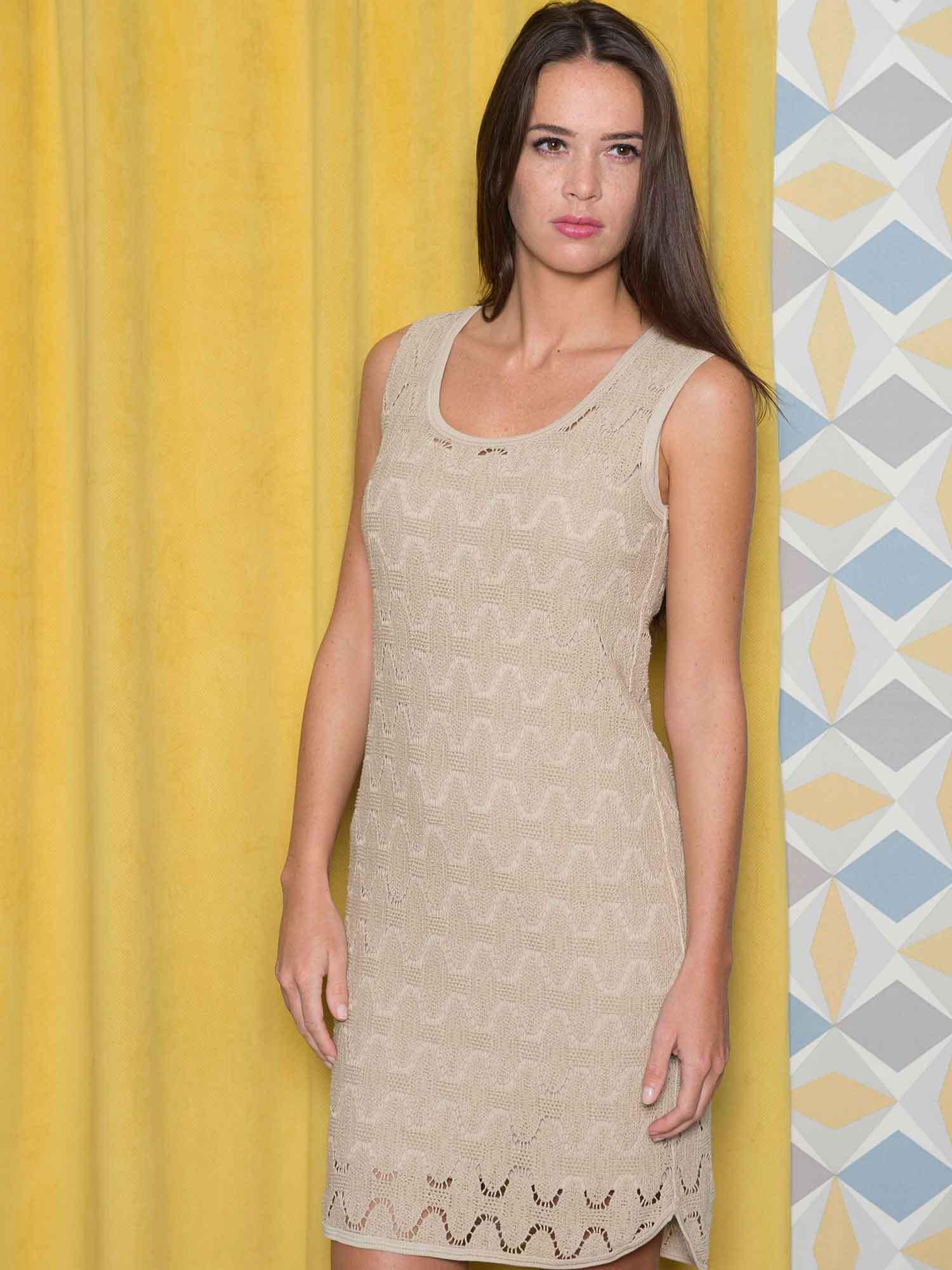Pour une allure ultra glamour la robe Samui en dentelle de coton révèle votre féminité